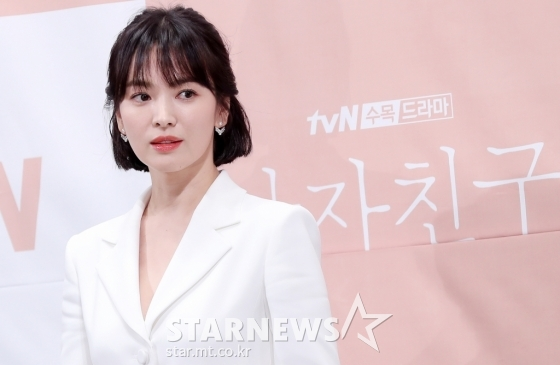 <p>Actress Song Hye-kyo towards the malicious comments and rumors spread young netizens 2 people prosecuted opinion as the prosecutors were.</p><p>Reports etc according to the match per minute in 15 days, netizens Mr. A and Mr. B each of the information and Communication Network law defamation and insult accused of feedback to apply, prosecutors said.</p><p>According to the police A Ms. Song Hye-kyo with actor Song Joong-Ki and divorce procedure is the fact that known for the past 6 month through his blog Chinas tycoons sponsor a decisive reason for divorceline and post Song Hye-kyo of the defamatory charges of the you are receiving.</p><p>Mr. Bs case a similar point in the Song Hye-kyo, Song Joong-Ki a couple of files to look for online articles in a malicious comment on Song Hye-kyo insult for allegedly received.</p><p>Song Hye-kyo side and Head yourself up to malicious comments and rumors and raise Internet ideas 15 specific last 7 September the police have accused.</p><p>If Song Hye-kyo Agency UAA is the official entry through the evil act and apparent false diffusion, venomous and blatantly slander and profanity, etc for evidence collection is completed, a plurality of diffuser to defamation, insult, etc of the alleged complaint, said,a few days rest of the community or a comment, you servers, etc about the evidence to ensure that power for the criminal complaint to proceed will bethe statement said.</p><p>After investigation and the police are the corresponding ideas among the 13 already on the site, opt for things that appear as such tracking is not identified with A seed of 2, but prosecutors turned the corner.</p>