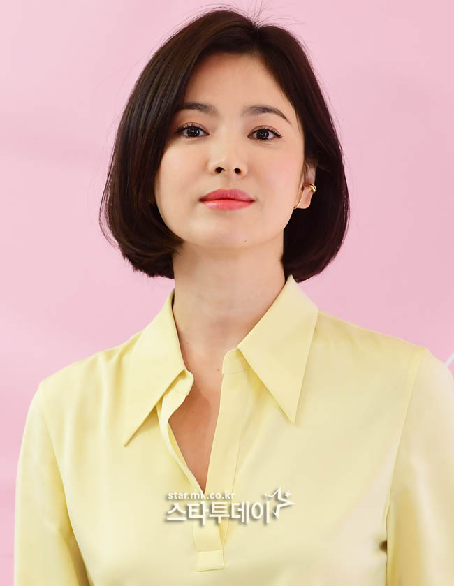"""<p>Actress Song Hye-kyo towards the malicious comments and rumors spreading for netizens to 2 people this Prosecution in the was handed over.</p><p>Match per minute in 15 days, netizens Mr. A and Mr. B each of the information and Communication Network law defamation and insult charges in the indictment against the opinion with the Prosecution in the transfer position said.</p><p>A Mr. Song Hye-kyo with Song Joong-Ki and divorce procedure News reported last June 6, """"Chinas tycoons sponsor a decisive reason for divorce""""the contents of the article on his blog raised. This false publicity as Song Hye-kyo of the defamatory charges of the you are receiving.</p><p>Mr. B is similar to Song Hye-kyo couple of files to look for Internet articles on """"man eat ghosts"""" """"beautiful XXX like..."""" and other insulting comment like Song Hye-kyo for the insult alleged to receive.</p><p>Ahead of Song Hye-kyo side and Head yourself up to malicious comments and rumors and raise Internet ideas 15 specific past 7 November in the police complaint as well. Among these 13 variants of the ideas from that site withdrawal, not traced. The rest identified A seed of 2, but Prosecution in the was handed over.</p><p>Meanwhile, Song Hye-kyo is a divorce for 4 months on first national recognition in its appearance. Coming 17, 2 p.m. Seoul Jung-GU sogong-Dong Lotte Department store avenuel in the heat for a jewellery brand photo up to attend the ceremony.</p>"""
