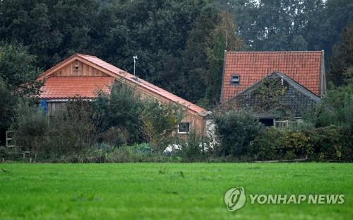 일가족이 발견된 네덜란드 드렌터 지역의 농가 [로이터=연합뉴스]