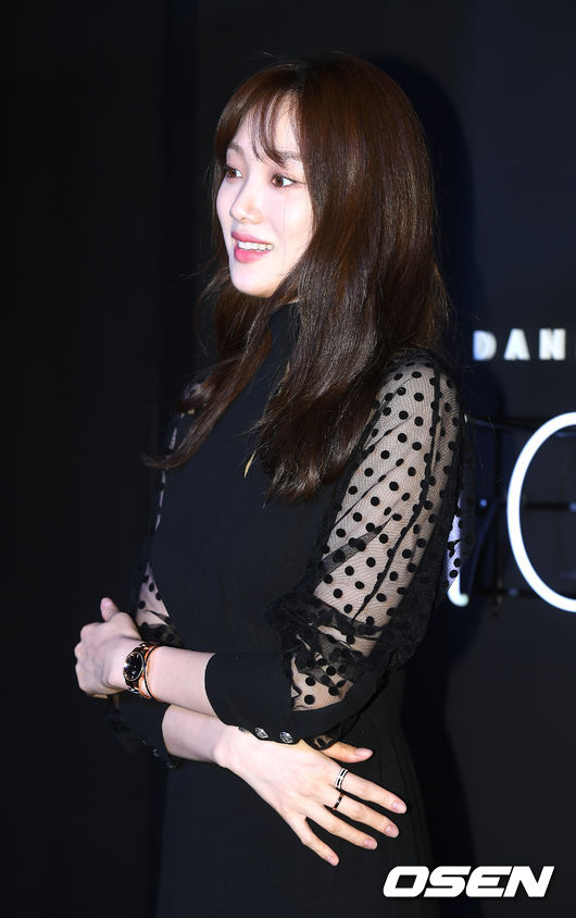 <p> Daniel Wellington Icon Actor Lee Sung-kyung photo Agency 17 Days afternoon, in Seoul, Jongno-GU, Samcheong-Dong Daniel Wellington Samcheong from the flagship store was held.</p><p>Actor Lee Sung-kyung In this photo you have.</p>