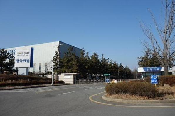 옛 한국GM 군산공장의 정문 전경. 퓨처모빌리티는 이곳에서 2021년부터 연간 5만대의 전기차를 생산해 국내에서 판매할 계획이다./조선일보DB