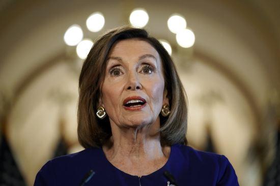 낸시 펠로시 미국 하원의장이 지난달 24일 의회에서 도널드 트럼프 대통령에 대한 탄핵 조사 개시를 발표하는 모습. AP뉴시스