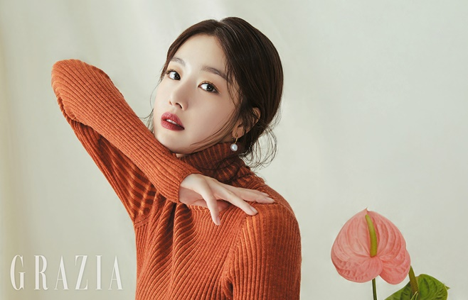 <p> Save Me 2in the Amsterdam station with impressive acting to unfold the actor Han Sunhwa with a genuine story to confide in me.</p><p>21, one fashion magazine is Han Sunhwa with the public.</p><p>Soft taupe color and brown color of the makeup to highlight this pictorial in the Han Sunhwa of soft and alluring beauty it contains. Han Sunhwa is a variety of brown color point of the beauty look-the perfect digestion and mood an autumn goddessas reborn.</p><p>Learn to step into the growing Han Sunhwa is in an interview, when better than themselves, including afford to be responsible with homework there is a lot of worries was. Watchful that there were so more carefully developed. Such inner change, thanks to the Mature feelsaid.</p><p>Or group X member(X1)with active sister For you about the Too Proud To,said Joy revealing here. Han Sunhwa this is just getting started brother sister or the presence of potentially stumbling, even if you should think on the tee I try not to were. Brother themselves a this day I look back at the cheering and encouragement was afew days a face white and hard to near each other as resembles. It subtract all different,he said.</p><p>Han Sunhwa recently, the independent film appearances and the upcoming shoot on the stone is expected to.</p>