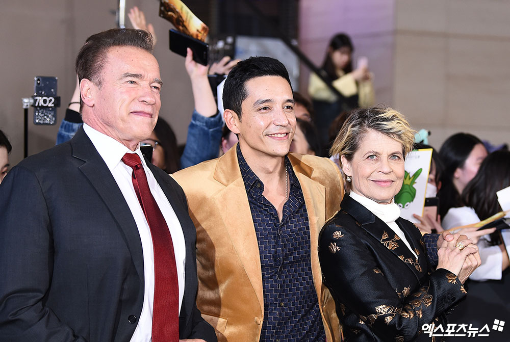 <p> 21, the city of the IFC Mall opened in the movie Terminator: the dark paint my red carpet to attend the ceremony, actor Arnold Schwarzenegger, Juan Gabriel Luna, Linda Ronstadt Hamilton this photo has.</p>