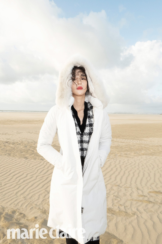 "<p>Actress Seo Ye-ji of winter outerwear ★ the public.</p><p>Seo Ye-ji is a recent fashion magazine Marie Claire with for photoshoot in Deauville, France of place as a background goose down coat using winter styling.</p><p>The revealed pictorial property Seo Ye-ji is a Deauville at a distance jacket and pants, goose down coat, until the unified in black for a timeless red belt with a points styling you, a beach in a gingham check knit in white the goose down coat with Seo Ye-ji made of pure and refined mood to the researchers.</p><p>Seo Ye-ji of the screen to access the netizens ""face a style so hard to learn"", ""Autumn in My Heart is the same in the background too with my"", ""a variety of padding in the styling of the eyes to go."" such a favorable response was seen</p>"