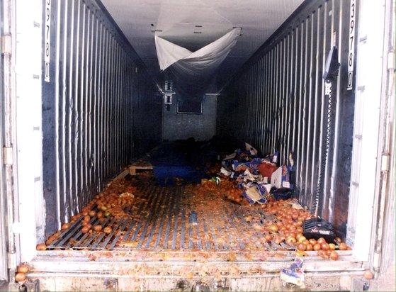 39명의 사망자가 발견된 냉동 컨테이너 [EPA=연합]