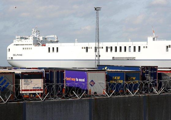 벨기에서 영국으로 냉동 컨테이너가 실려온 대형 화물 선박 [로이터=연합]