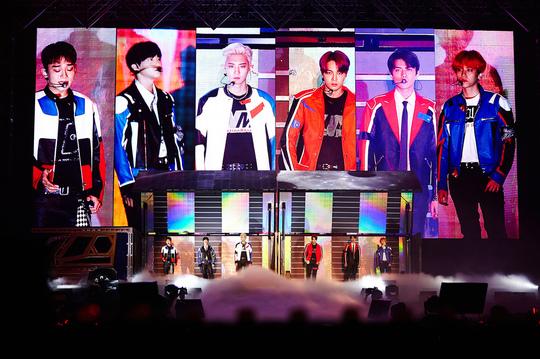 왼쪽부터 첸, 수호, 찬열, 카이, 세훈, 백현/SM엔터테인먼트 제공