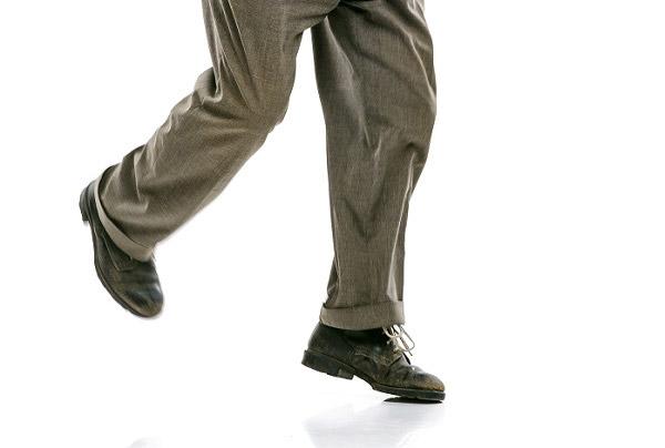 의자에서 일어나 걷는 속도로 심장병 위험 정도를 예측할 수 있다는 연구 결과가 나왔다. /사진=클립아트코리아