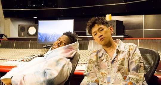 31일(목), 크러쉬+핑크 스웨츠 콜라보레이션 싱글 앨범 'I Wanna Be Yours' 발매 | 인스티즈