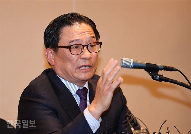 박찬주 전 육군 대장이 4일 오전 서울 영등포구 63빌딩 별관에서 기자회견을 하고 있다. 홍인기 기자