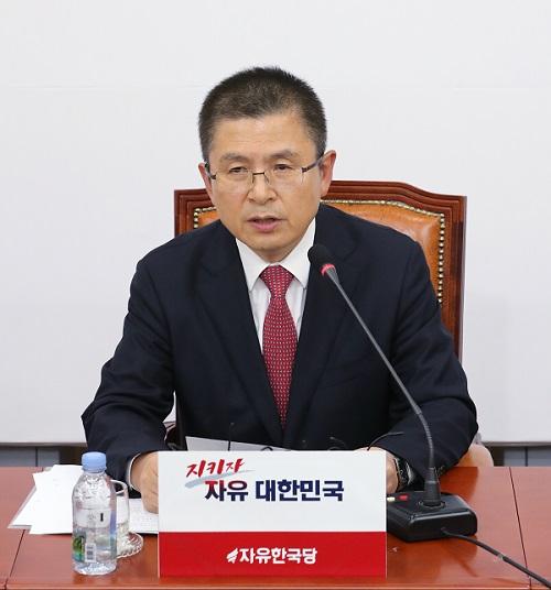 황교안 자유한국당 대표가 6일 서울 여의도 국회에서 21대 총선을 앞두고 기자회견을 하고 있다. 사진=뉴스1