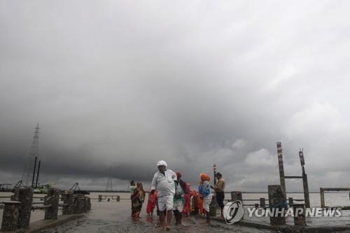 사이클론 '불불' 벵골만 상륙..200만명 대피·2명 사망[아모르? 토토|맥스 토토]