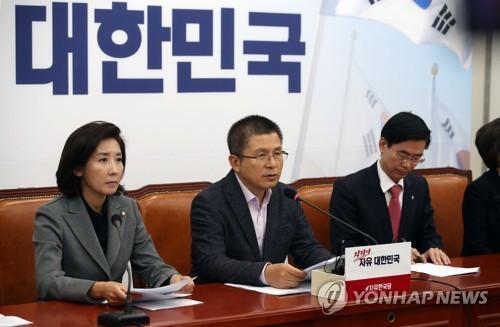 한국당, 반환점 돈 文정권에 맹공..