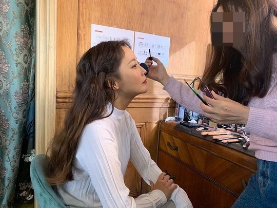 <p>Actress Kim Hee-sun in this heat near the situation I was.</p><p>Kim Hee-sun 11 14 his Instagram in the hard hardpreparing this photo with the two showing.</p><p>The revealed picture, Kim Hee-sun shoot ahead and makeup and appearance. The process of preparing the first beautiful Kim Hee-suns superior looks and elegant atmosphere eye catching.</p><p>This netizens are doll-like, always look nice and other comments left behind</p>