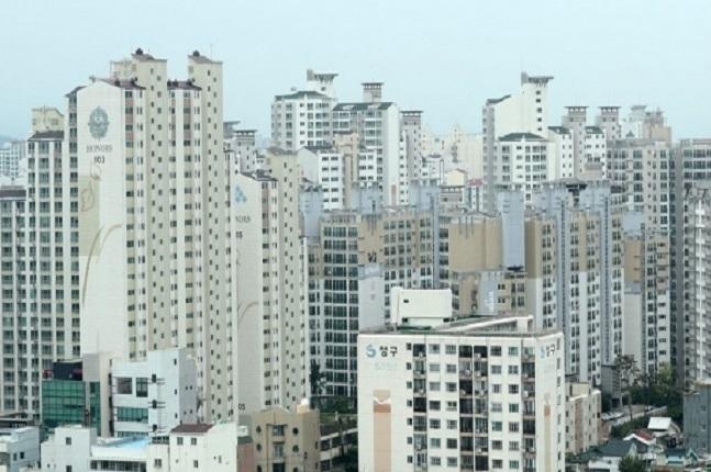 서울 아파트 평균 전세가격은 지난 10월 4억6682만원으로 2016년 3월 4억원대를 돌파한 이후 줄곧 상승세를 보이고 있다. 서울의 한 아파트단지 모습.ⓒ연합뉴스