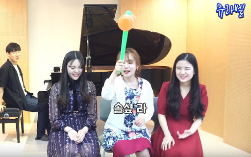 뮤라벨의 '서울대 음대생의 절대음감은 어느 정도일까' 편에서 피아니스트 김태환이 친 건반음을 출연자들이 알아맞히는 게임을 하고 있다. 유튜브 화면 캡처