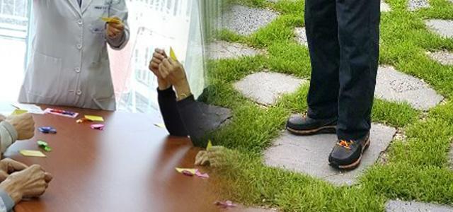손녀 주려고 했다는 종이접기(사진 왼쪽), 자식들이 선물해 고인이 아껴 신었다는 신발.