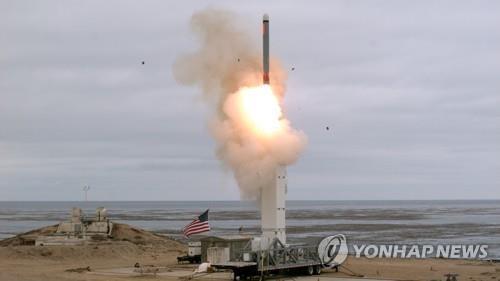 미국이 INF 탈퇴 직후인 지난 8월 캘리포니아주 샌니콜러스섬에서 재래식으로 설정된 지상발사형 순항 미사일을 시험 발사하고 있다. [epa=연합뉴스 자료사진]