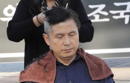 황교안, 삭발했던 靑 분수대서 이번에는 '단식투쟁' (종합)