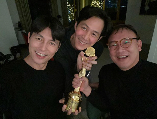 <p>Jung Woo-sung 23, his Instagram through a ㅋㅋthat the US had. Revealed in the picture, Jung Woo-sung and Lee Jung-jae the trophy with a photo taken for the wall won. Jung Woo-sung is last 21, the 40th annual Blue Dragon Film Awards at the film witnesswith the Academy Awards, and Awards made.</p><p>Jung Woo-sung Awards for inmates to say was this is all a TV show and be a man, a friend of Lee Jung-jae Mr. rejoice to think it,said Lee Jung-jae, you mentioned the topic was.</p><p>Saw the photos netizens Jung Woo-sung of a man, too look like, at home TV show and other various reactions.</p>
