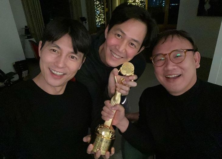 <p> Actor Jung Woo-sung, this friend Lee Jung-jae and Blue Dragon Film Awards Academy Awards Awards the joy of the speaker.</p><p>Jung Woo-sung 23, his Instagram on Lee Jung-jae with photos said.</p><p>Photo belongs to UN Jung Woo-sung and Lee Jung-jae with one of the trophies and bright smile can fence him in. The two men in the other visual magnificence is, of course, abiding friendship certificate by warming to know about.</p><p>These are holding a trophy that Jung Woo-sung the last 21 days held at the 40th annual Blue Dragon Film Awards at the film witnesswith the Academy Awards on the Awards you received from Will. At the time Jung Woo-sung Awards source said, and pleased with thatand Lee Jung-jae, you mentioned attracted attention.</p><p>Jung Woo-sung and Lee Jung-jae is the movie The Sun is notdue to the relationship after showbiz representative besties star was.</p>