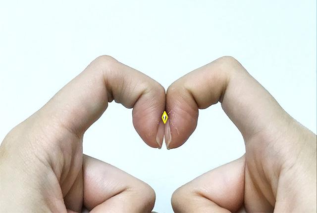손톱을 맞대었을 때 다이아몬드 모양이 생기지 않는다면 폐 질환을 의심해볼 수 있다./사진=헬스조선 DB