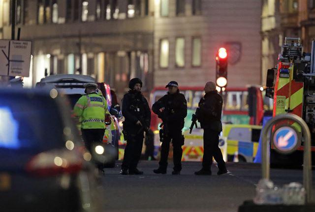 블랙프라이데이에 유럽 여기저기 칼부림 테러[제주도 토토|MONACO 토토]