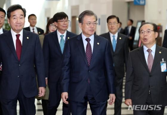 이르면 다음주 '경제 총리·개혁 법무' 개각..김진표·추미애 물망