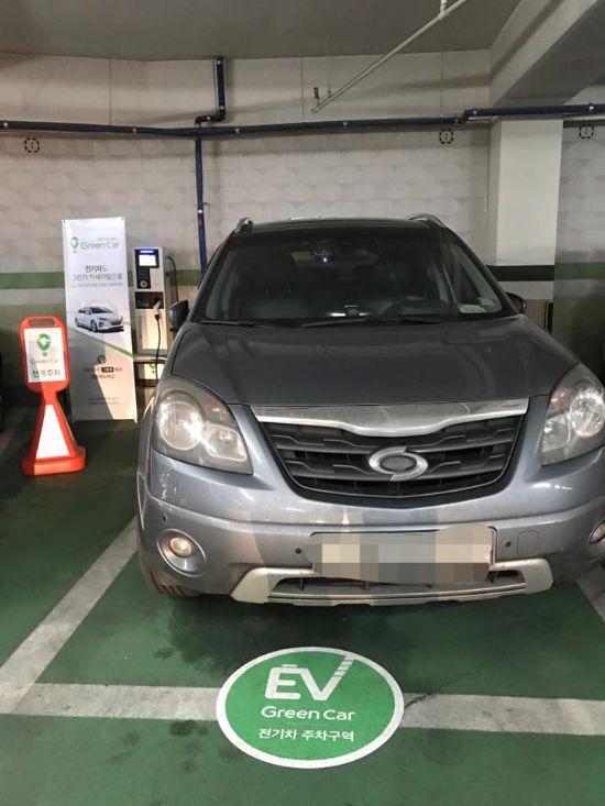 그린카 전기차 충전 전용 공간에 세워진 르노삼성 QM5 SUV. (사진=지디넷코리아)