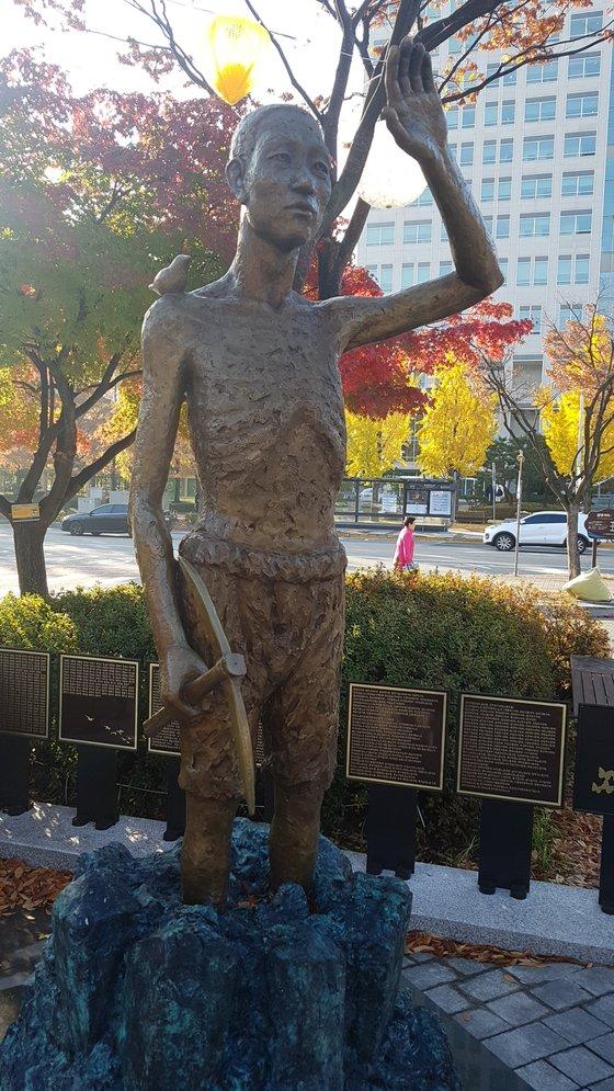 지난 8월 13일 대전시청 앞 보라매공원에 설치된 일제 징용노동자상. 프리랜서 김성태