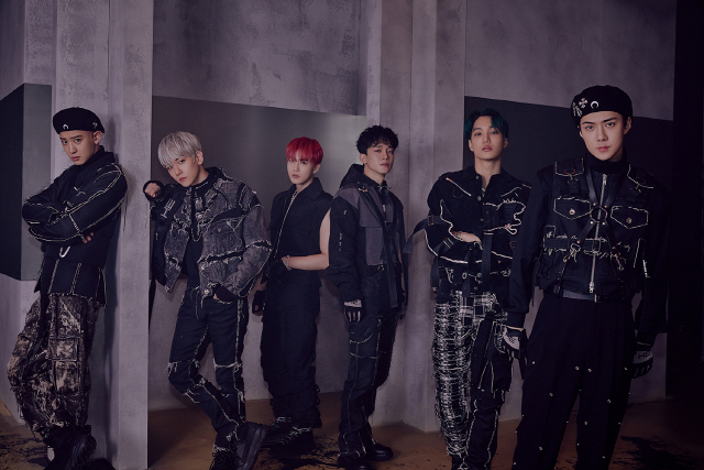 <p> 'Performance end' EXO - (EXO, SM Entertainment affiliation)of the regular 6 home comeback stage 6th 'Music Bank'through the TV first broadcast.</p><p>This time the title song 'Obsession'is his awful obsession of the dark presence to escape from a willingness to Express the addictive hip-hop dance songs, with the performances either weight the actions and delicate creativity attractive points choreography consisting of as, EXOs intense charisma, but enough.</p><p>Plus EXO is the broadcast ahead of 'EXO the stage'(EXO THE STAGE)through EXO and X-EXO concept all of which can meet the colorful 'Obsession' stage the video sequence revealed by fire, and today(3 days) Day 12: Naver V LIVE EXO channel on 'Obsession' member-specific version of the Open will be in, a good response is anticipated.</p><p>Meanwhile, EXO is 12 November 4 broadcast MBC FM4U 'noons Hope Song Kim Shin is the'and MBC variety show program 'radio star'on starring.</p>