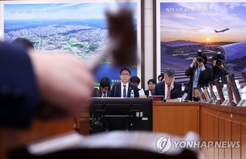 타다 금지법 국토위 전체회의 통과 박순자 국회 국토교통위원회 위원장이 12월 6일 오전 서울 여의도 국회에서 열린 국토위 전체회의에서