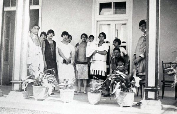 1920년대 아프간 여성들의 모습. 서구식 복장에 단발머리가 인상적이다. /사진=위키피디아