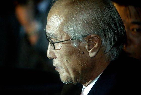 2005년 귀국 후 검찰에 구속된 김우중 전 대우그룹 회장. [중앙포토]