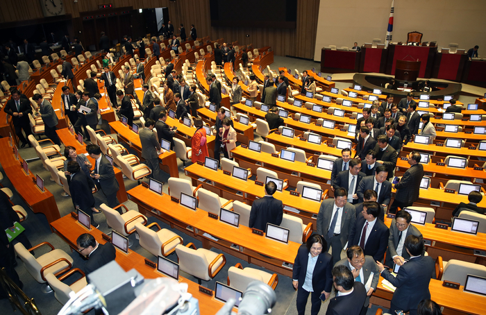 국회, 오후 2시 본회의 취소..'패스트트랙 법안' 등 여야 협상 고려