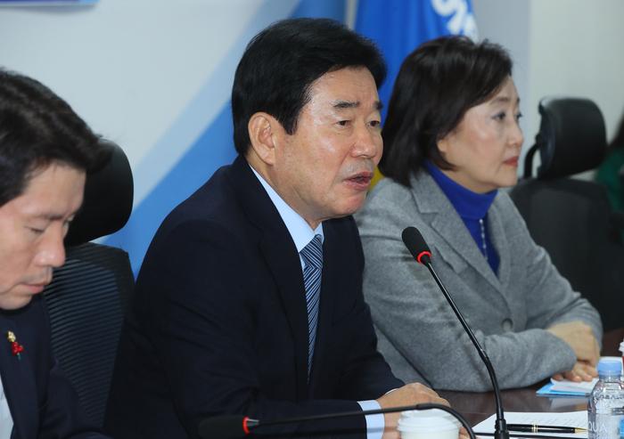 김진표, 국무총리직 고사 의견 전달..정세균 총리 유력