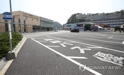 쓰시마의 단체여행객 버스 주차장이 한산한 모습을 보이고 있다. [연합뉴스 자료사진]