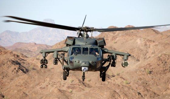 미국의 록히드마틴은 UH-60 블랙호크에 무장을 단 '암드(Armed) 블랙호크'를 선보였다. 이렇게 기동 헬기를 무장한 것을 무장 헬기라 한다. 다양한 회사에서 무장 헬기 제품을 내놓고 있다. [사진 록히드마틴]
