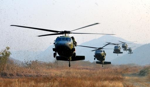 육군 UH-60 수송헬기 편대가 착륙을 위해 지상으로 접근하고 있다. 세계일보 자료사진