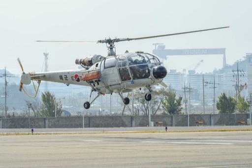 해군알루에트(ALT)-Ⅲ 헬기가 퇴역을 앞두고 마지막 비행을 하고 있다. 해군 제공