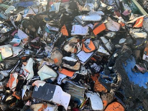 지난달 29일 오전 5시에 발생한 화재로 전소된 경기 파주시 북스로드 물류창고와 불에 타고 물에 젖은 책들.OBJMEDIA 제공