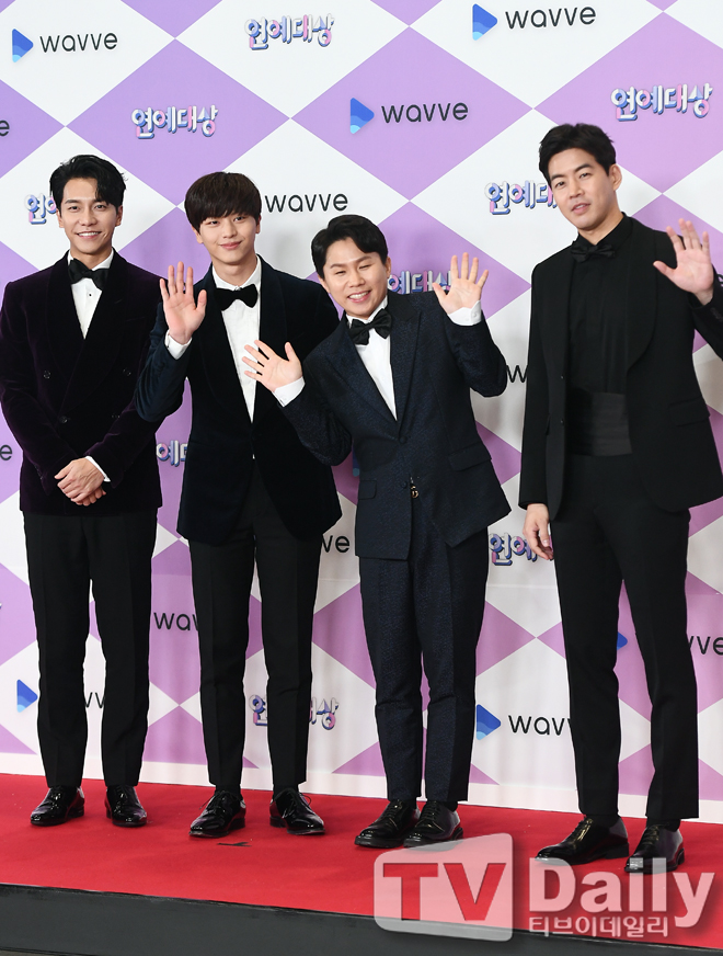 <p> 2019 SBS Entertainment Awards Photo Month event 28 evening Seoul Sangam-Dong SBS Prism Tower at the 1st floor lobby was held.</p><p>This days Photo Month events in the MC Kim Sung-Ju, Park or so, adjustable, announcer team, Kim Ju, the Zhang garden, Kim Yun, the Lord, the Golden Harvest peoples radio boom boom power boom the way home Hyun, Flaming Youth Kim WAN Line, Kim Kwang-Kyu, Kim Do-bacterial, Choi Jae Hoon, Best Country, best people, the Japanese rose, Bruno, Kim Hye-rim, the nature, terms, or this of home, River View contribution, inside Hye-Kyung the Butler some day Lee Seung-gi, Lee Sang-yoon, Yang Se-hyeong, Yook Sungjae statue nightmares 2-you are my destiny Kim Sook, Kang Nam, Lee Yoon-JI, Rani, Yoon Sang Hyun law of the jungle Lee Jeong-Hyun, Han Hyun-Min, Yu Jae-Hwan, to allow the current Running Man Yoo Jae-Suk, JI Suk Jin, Lee Kwang-Soo, HaHa, Song JI Hyo, ago Min, Amount for such as attended.</p><p>2019 SBS Entertainment Awards Photo</p>