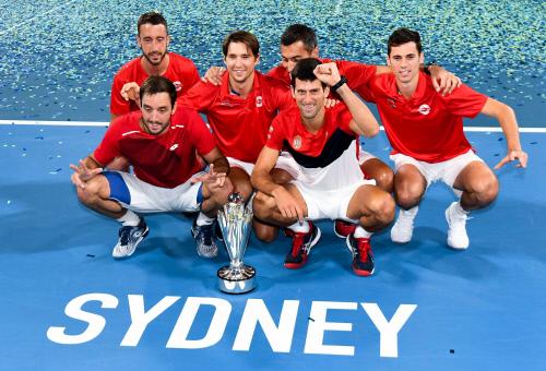 ATP 초대 우승컵을 들어올린 세르비아. 출처 | ATP컵 트위터