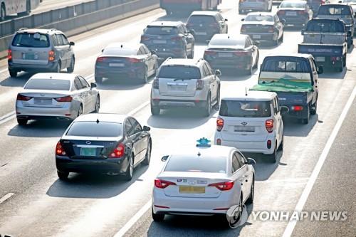 자동차보험료 29일부터 3.3~3.5% 오른다 [연합뉴스 자료사진]