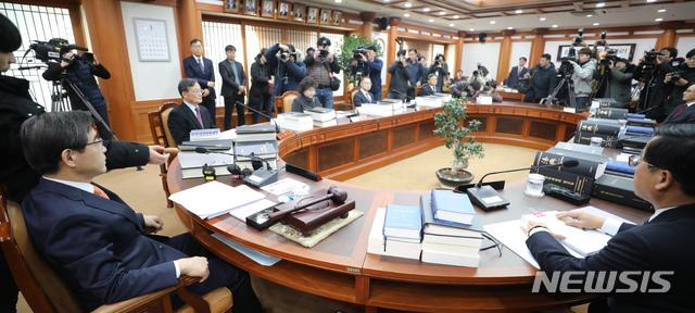 [단독]한국당과 세 번째 충돌..선관위, '비례OO당 시도당' 창당신고 거부했다 철회