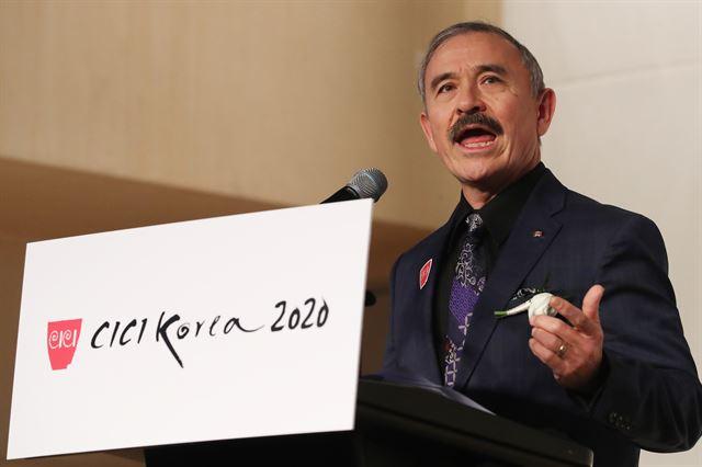해리 해리스 주한 미국대사가 14일 서울 강남구 코엑스인터컨티넨탈호텔에서 열린 '2020 한국이미지상 시상식'(CICI Korea 2020)에서 축사를 하고 있다. 연합뉴스