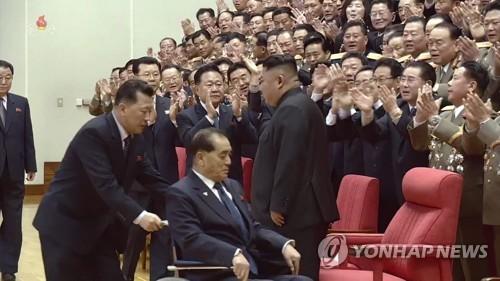 '북한 넘버3' 박봉주, 보름만에 공개활동..건강이상설 불식