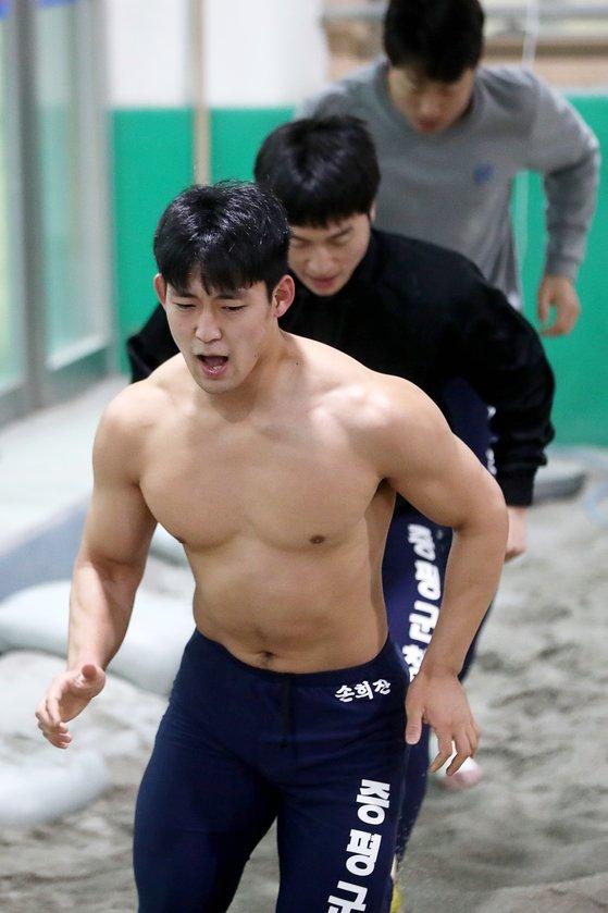 손희찬 선수가 지난달 30일 충북 증평군청 씨름단 연습장에서 달리기 훈련을 하고 있다. 장진영 기자