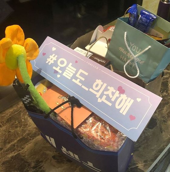 손희찬 선수는 최근 팬들로부터 선물과 편지를 많이 받는데 그저 감사한 마음뿐이라고 했다. [사진 손희찬 인스타그램 캡처]